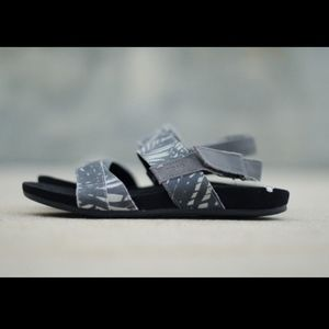 52e358fbdb1 TOMS Shoes - TOMS Sandal Gray Palm Tree Slingback Size 6